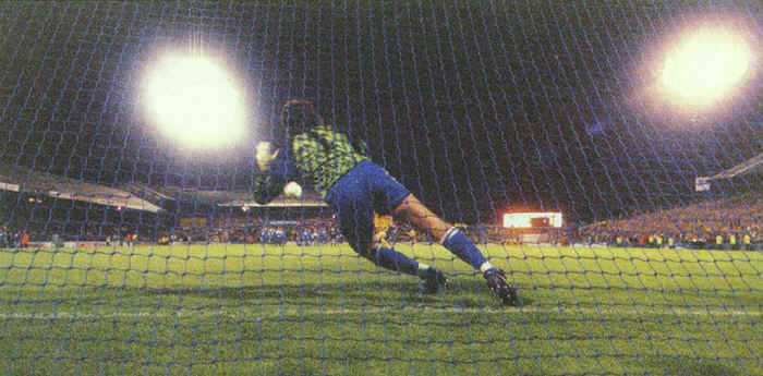 Feature Picture: Kasey Keller saves a Penalty in the Shoot Out against Arsenal at the Den